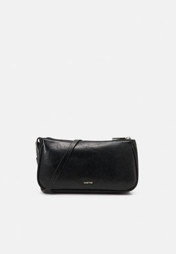 CROSSBODY DORY - Across body bag - black