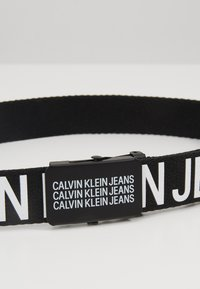 Calvin Klein Jeans - BOYS BASIC BELT - Pásek - black - 2