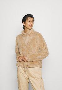 ONLY Tall - ONLBEA CONTACT SHERPA ANORAK  - Fleece jumper - cuban sand - 0