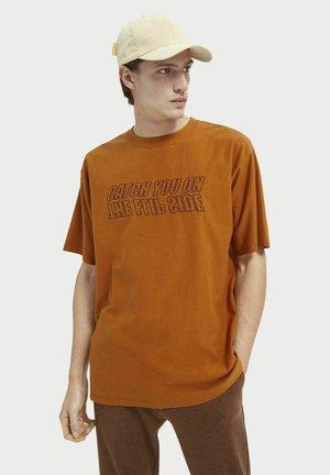 Print T-shirt - tabacco