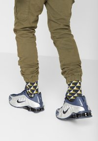 Nike Sportswear - SHOX R4 - Trainers - midnight navy/black/metalic silver - 0