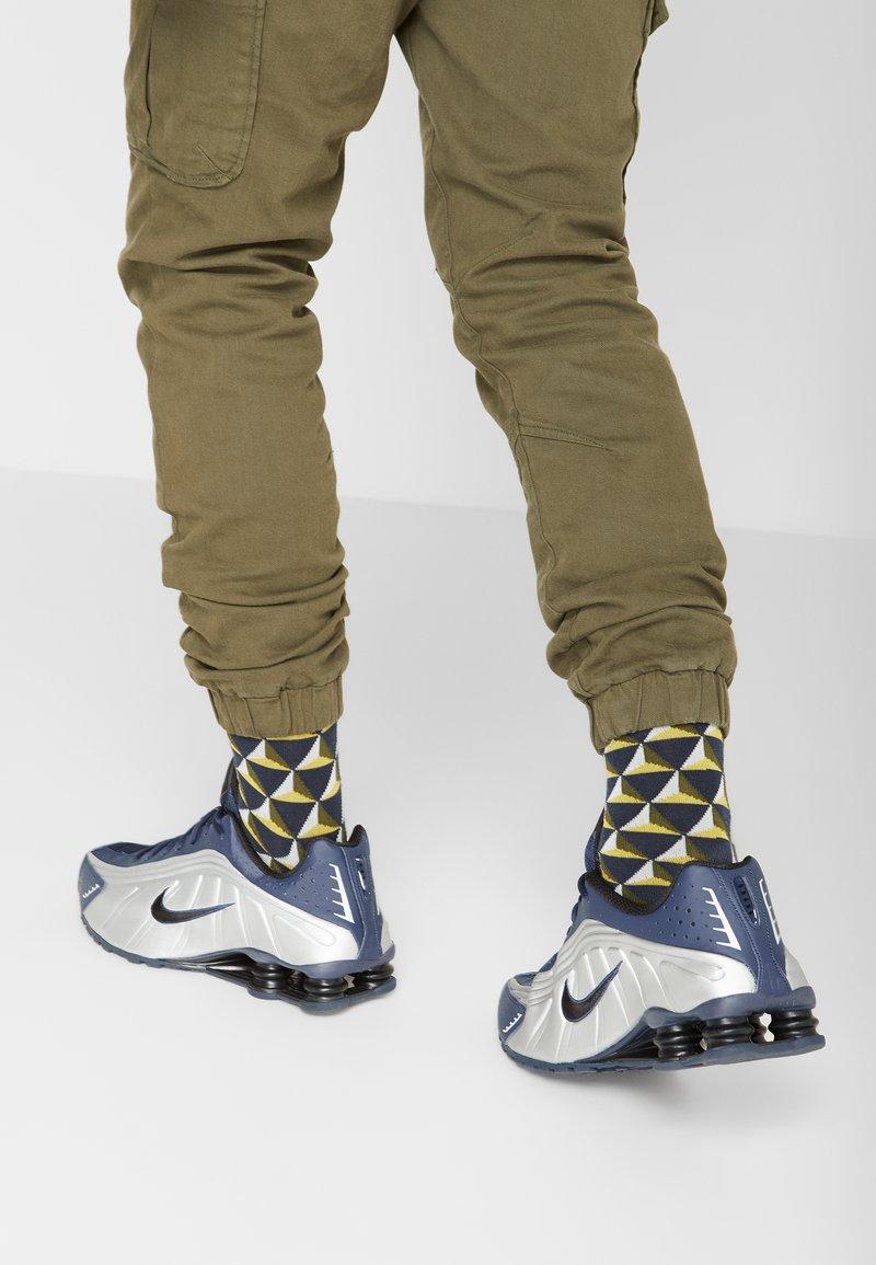 Nike Sportswear - SHOX R4 - Trainers - midnight navy/black/metalic silver