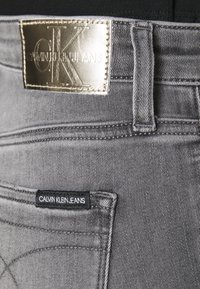 Calvin Klein Jeans - HIGH RISE SUPER SKINNY ANKLE - Jeans Skinny Fit - denim black - 4