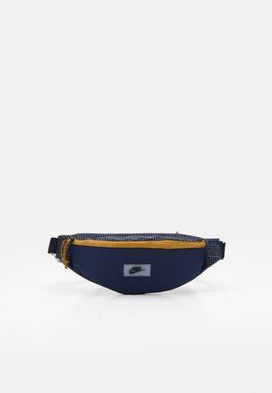 HERITAGE UNISEX - Bum bag - midnight navy/obsidian/black