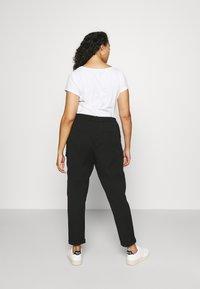 Vero Moda Curve - VMKAYA PANT - Trousers - black - 2