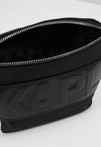 KARL LAGERFELD - Sac banane - black - 4