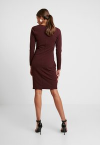 Dorothy Perkins - BUTTON DETAIL BODYCON - Etuikleid - oxblood - 2