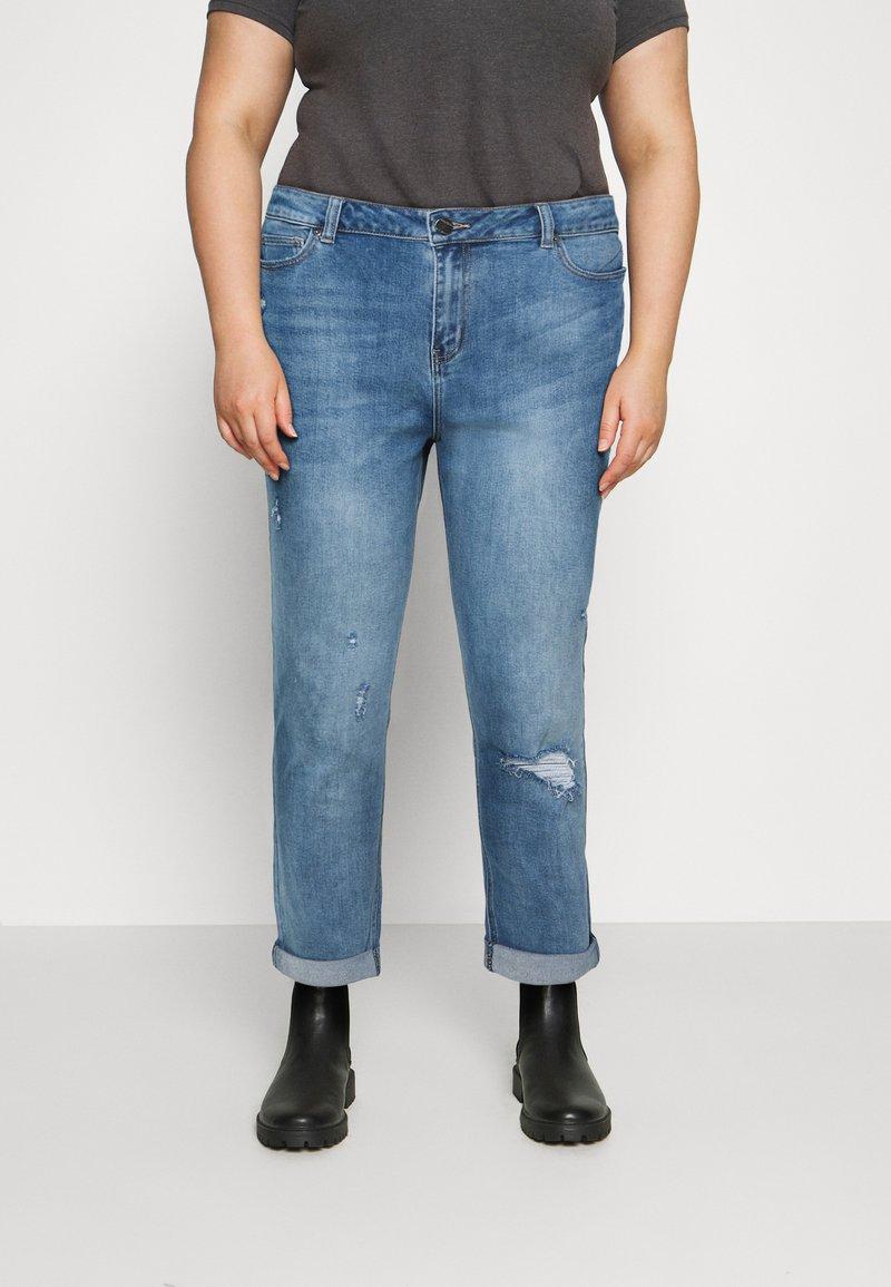 Simply Be - FERN BOYFRIEND - Jeans Tapered Fit - stone blue denim