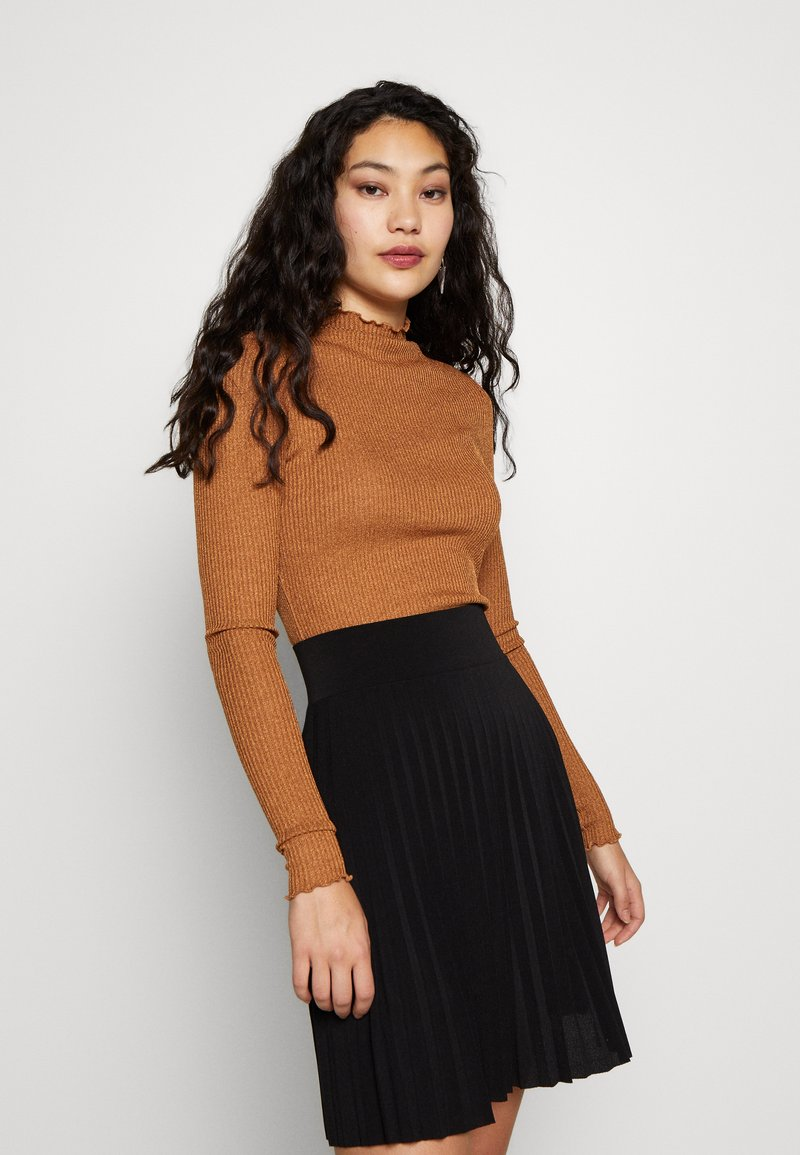 Vero Moda Tall - VMOPHELIA HIGHNECK FRILL - Sweter - tobacco brown