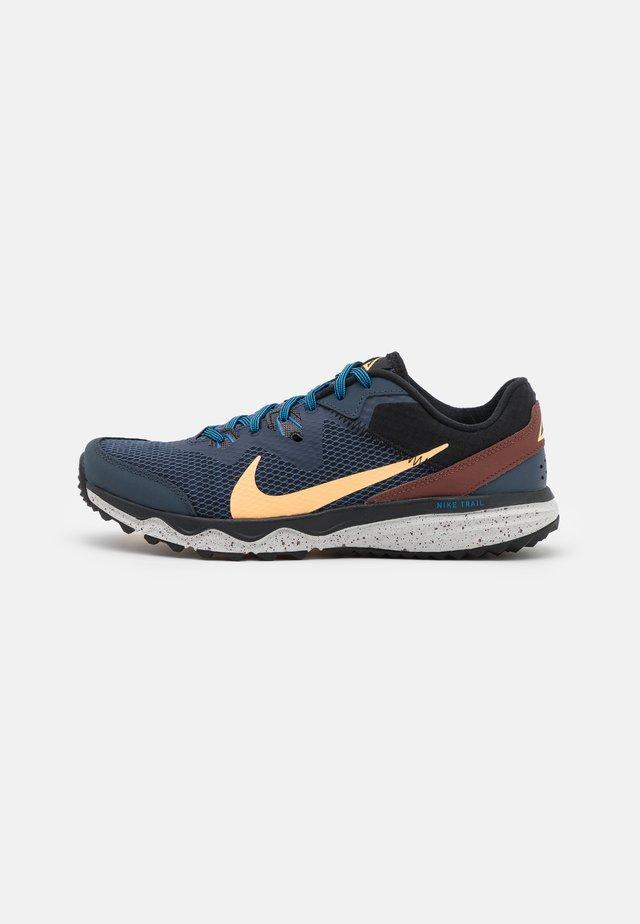 JUNIPER - Trail running shoes - thunder blue/melon tint/dark pony/black/grey fog/light photo blue