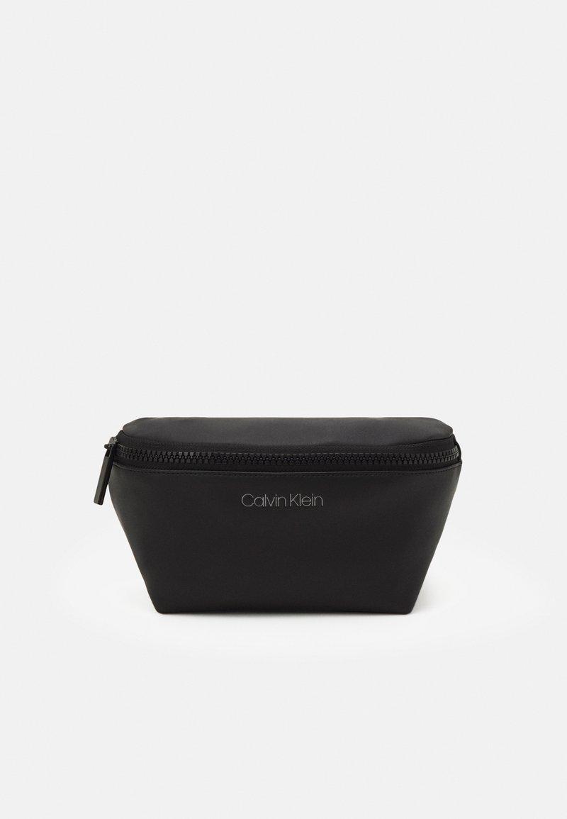 Calvin Klein - WAISTBAG UNISEX - Sac banane - black
