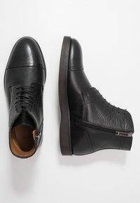 BOSS - ORACLE - Šněrovací kotníkové boty - black - 1