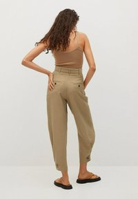 Mango - VESTI - Trousers - middenbruin - 2