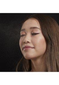 Nyx Professional Makeup - SETTING SPRAY - Utrwalanie makijażu - 1 matte - 5