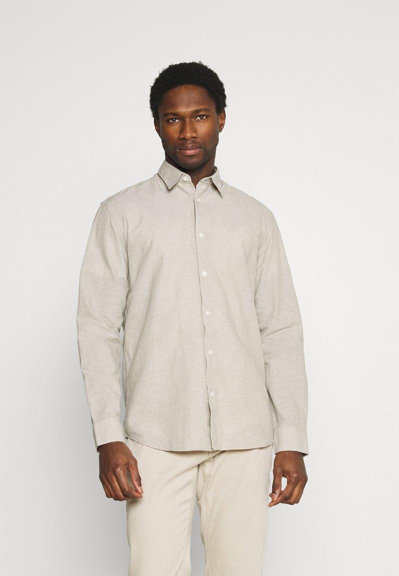 Selected Homme - SLHREGNEW SHIRT - Košile - crockery