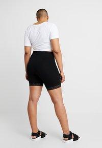 ONLY Carmakoma - CARTIME SHORTS  - Shorts - black - 2