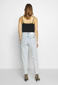 Calvin Klein Jeans - MOM  - Relaxed fit jeans - bleached blue - 2