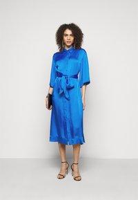 Diane von Furstenberg - BELTED SHIRT DRESS - Juhlamekko - tanzanite - 1
