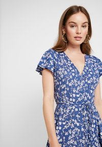 Banana Republic - WRAP PRINT DRESS - Jersey dress - indigo fog global - 4