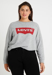 Levi's® Plus - PL RELAXED GRAPHIC CREW - Sweatshirt - plus fleece housemark smokestack htr - 0