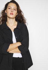 Cotton On Curve - CURVE LONGLINE  - Button-down blouse - washed black - 4