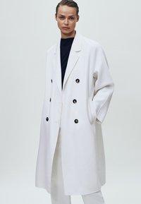 Massimo Dutti - MIT SCHULTERPOLSTERN - Bluzka z długim rękawem - black - 4