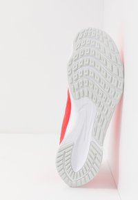 Nike Performance - ZOOM RIVAL FLY 2 - Neutral running shoes - laser crimson/white/photon dust - 4