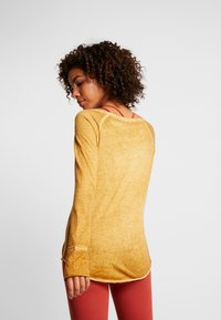 Yogasearcher - KARANI - Long sleeved top - curry - 2