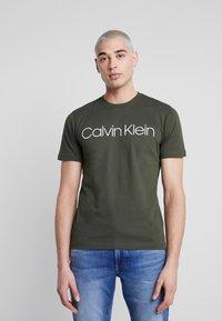 Calvin Klein - FRONT LOGO - Print T-shirt - green - 0