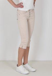 Buena Vista - Denim shorts - sand - 2