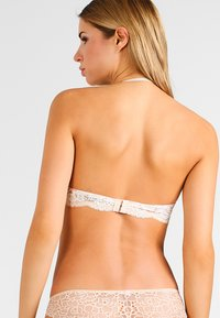 Maidenform - LOVE THE LIFT - NATURAL BOOST CONVERTIBLE DEMI - Multiway / Strapless bra - latte lift/ivory - 4