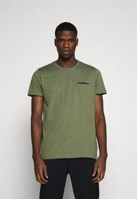 Esprit - T-shirt basique - khaki green - 0
