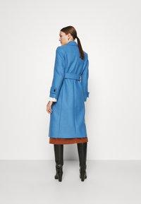 IVY & OAK - BELTED COAT - Zimní kabát - allure blue - 2