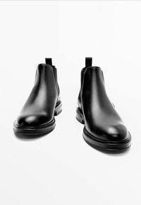Massimo Dutti - CHELSEA AUS GEBÜRSTETEM  - Classic ankle boots - black - 5