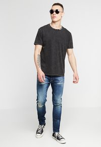 Replay - JONDRILL - Slim fit jeans - medium blue