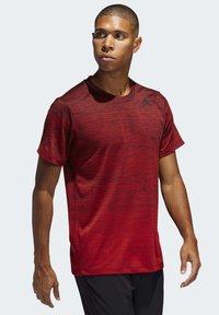 adidas Performance - TECH GRADIENT T-SHIRT - Print T-shirt - red - 0