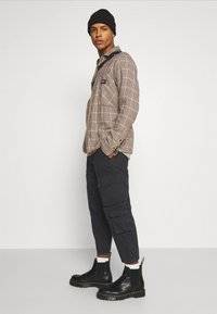 Another Influence - CARTER TROUSERS - Pantaloni - black - 3