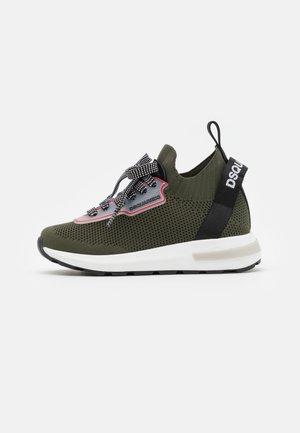 UNISEX - Sneakers laag - khaki