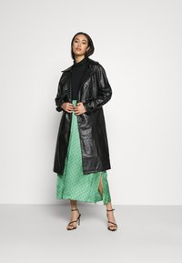 NA-KD - COAT - Trenchcoat - black - 1