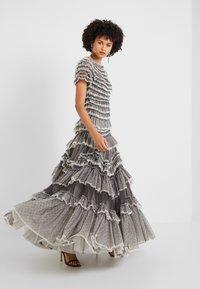Needle & Thread - WILD ROSE RUFFLE GOWN - Společenské šaty - graphite/champagne - 1