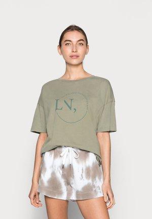 HANKY - T-shirt z nadrukiem - vetiver