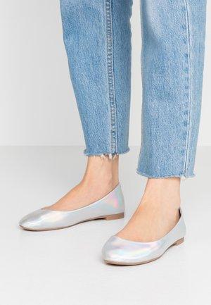 Ballet pumps - silver
