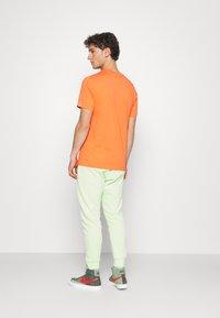 Nike Sportswear - TEE BRANDRIFF BOX - T-shirt imprimé - turf orange - 2
