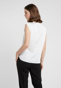 DKNY - FOUNDATION FLUTTER CAP SLEEVE - Blouse - ivory - 2