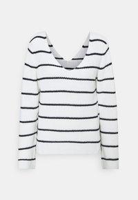 navy blazer/white alyssum