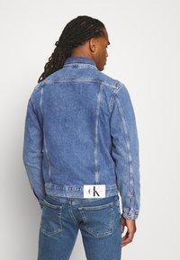 Calvin Klein Jeans - 90S JACKET - Spijkerjas - mid blue - 2