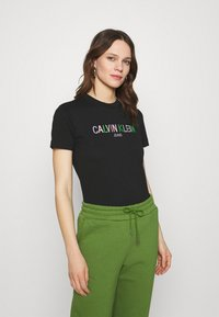 Calvin Klein Jeans - LOGO TEE - Camiseta estampada - black - 0