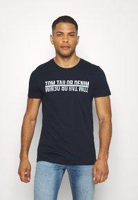 TOM TAILOR DENIM - T-shirt z nadrukiem - sky captain blue - 0