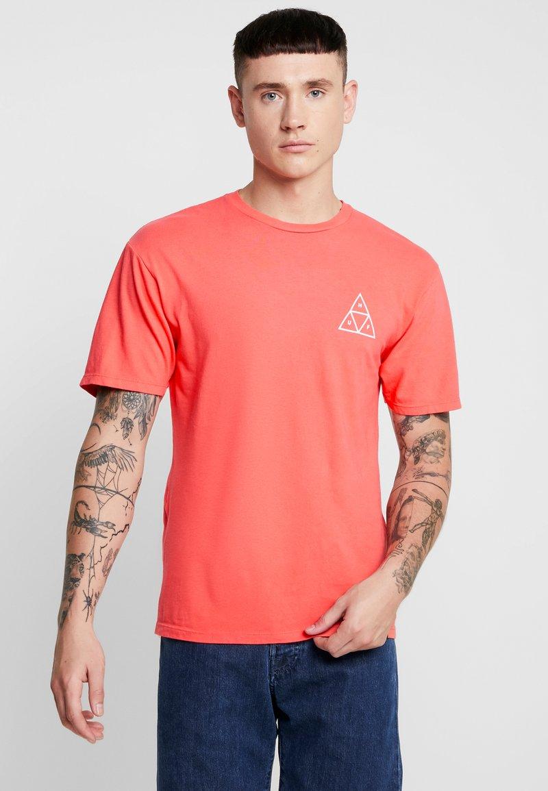 HUF - ESSENTIALS TEE - Print T-shirt - cayenne