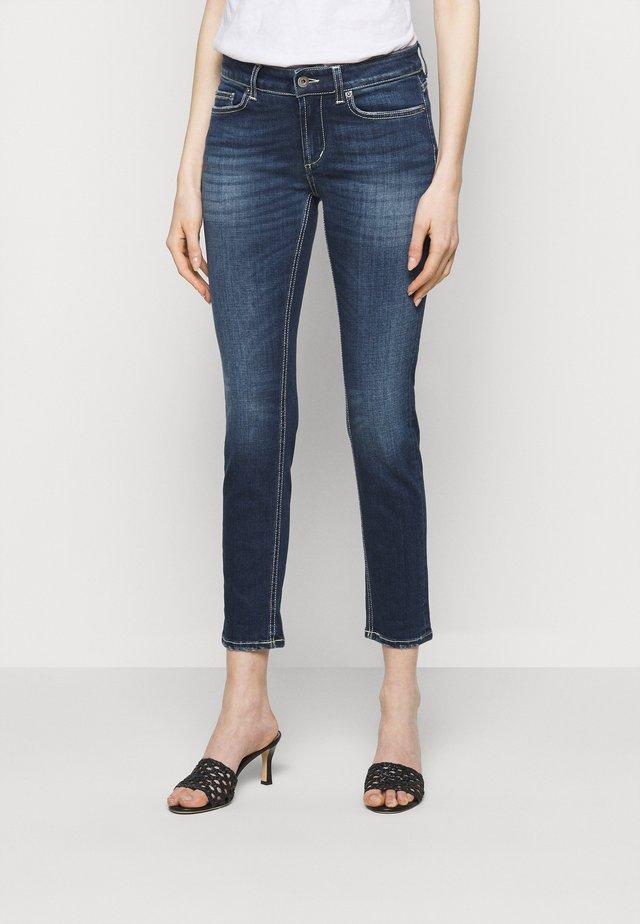 MONROE - Skinny džíny - yellow thread